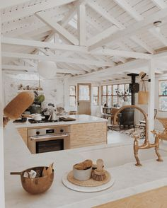 White and Bright Topanga Canyon Cabin – Stace King %