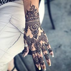 This henna is all the way in Dubai now! I love being a part of someone's vacation prep  Also, if you want to get henna today at seaport village--check a few posts back and bring some friends for some nice holiday discounts!  . . Additionally, if you haven't seen my stories, I have a store sale going on (link in bio). Get 20% off orders $20+ with code: YAY20 and free shipping on orders of $30+ (code should be fixed now--let me know if you have an issue) with code: FREESHIPPING ...