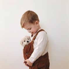 Sometimes the best things, come in small packages. Adorable shot by the lovely Boys Baby Fashion So Cute Baby, Cute Kids, Cute Babies, Baby Kids, Baby Boy, Babies With Dogs, Baby Animals, Cute Animals, Baby Fever