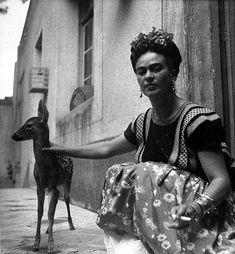 Ressam, Feminist, Komünist ve Aşık: 13 Fotoğrafla Frida Kahlo - onedio.com Pet Deer, Nickolas Muray, Kahlo Paintings, Diego Rivera, Encaustic Painting, Chalk Pastels, Wood Engraving, Linocut Prints, Woodblock Print