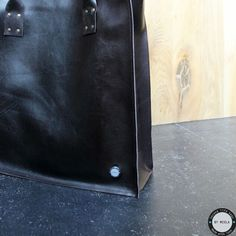 NEW COLLECTION  Weer 2 mooie shoppers aan de collectie toegevoegd. Bruin met een terra cotta tintje en een mooie bruine tas. Deze beautys zijn te zien en te voelen op de markt in Amsterdam! www.lerentasjes.nl #secondlife #handmade #bymeola #leather #shopper