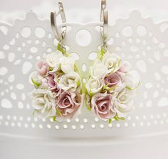Earrings with flowers rose of polymer clay, white flowers, wedding jewelry, shades of white and pink flowers, wedding earrings, flowers rose