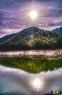 breathtakingdestinations:  Agia Marina - Xyliatou Reservoir - Greece (von TeryKats)