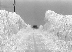 Blizzard of 1978 . This is somewhere in Illinois. And I remember that blizzard.pinned by Cynthia Blancaflor Peoria Illinois Tornados, Snow Scenes, Winter Scenes, Hermanos Wright, The Buckeye State, Boston Strong, Winter Storm, South Bend, Extreme Weather