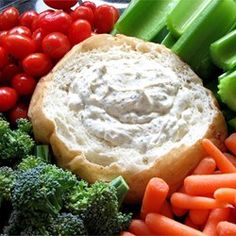 Dill Dip - Ingredients: 2 cups mayonnaise 2 cups sour cream 1 tablespoon dried parsley 3 tablespoons grated onion 3 tablespoons dried dill weed 1 tablespoons seasoning salt Serve w/ vegetables or Rye bread (bread bowl) Appetizer Dips, Appetizer Recipes, Yummy Appetizers, Appetizer Party, Brunch Party, Party Recipes, Dill Dip Recipes, Yummy Recipes, Amish Recipes