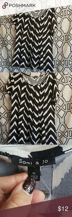 Sami & Jo Black & White Chevron XL Size XL Arm pit to arm pit 24 inches  Top to bottom approximately 28 inches Sami & Jo Tops Blouses