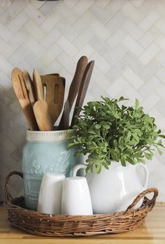 Christmas Home Tour 2015 with Country Living – small basket tray with utensil crock, s&p, and a decorative plant. Functional and pretty decor idea – - Christmas Home Tour 2015 with Country Living - small basket tray with utensil cr. Home Decor Kitchen, Kitchen Interior, Home Kitchens, Kitchen Dining, Kitchen Ideas, Kitchen Vignettes, Kitchen Plants, Kitchen Small, Kitchen Tray