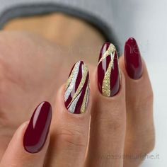 Opting for bright colours or intricate nail art isn't a must anymore. This year, nude nail designs are becoming a trend. Here are some nude nail designs. Manicure Nail Designs, New Nail Designs, Henna Designs, Nails Design, Xmas Nails, Christmas Nails, Holiday Nails, Christmas 2017, Beautiful Nail Art