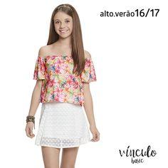 Mix amorzinho para querer agora: blusa ombro a ombro com estampa floral + saia com rendas. Como não amar? <3