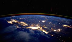 Los Angeles from outer space. Astronaut Scott Kelly has been snapping incredible shots of Earth during his year-long orbit. Images Of California, California Travel, California Coast, Southern California, Scott Kelly, Space Shows, Astronomy Pictures, Earth Photos, Light Pollution