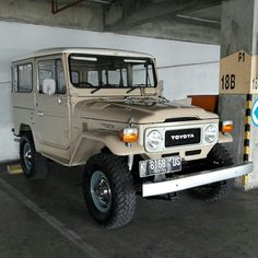 Never get bored with this one. 1980 FJ40.