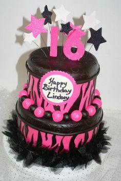 A black and pink sweet 16 cake