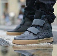Nike Flystepper 2K3 Premium Men's Shoe