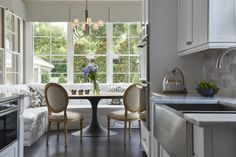 55 Enchanting Banquette Seating Ideas For Breakfast And Lunch - Lilly is Love Kitchen Banquette, Banquette Seating, Kitchen Nook, Kitchen Ideas, Kitchen Inspiration, Decor Interior Design, Interior Decorating, Interior Modern, Interior Ideas