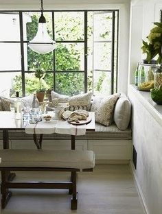 Chris Barrett {white rustic modern window seat / banquette / breakfast nook / dining room / kitchen} Banquette in breakfast rm. Banquette Dining, Dining Nook, Dining Table, Dining Chairs, Sweet Home, Kitchen Nook, Kitchen Dining, Kitchen Seating, Kitchen Windows