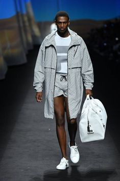 See all the Collection photos from Fila Spring/Summer 2020 Ready-To-Wear now on British Vogue Summer Fashion Trends, Sport Fashion, Fashion Show, Mens Fashion, Milan Fashion, High Fashion, Fashion Design, Vogue Paris, Neoprene