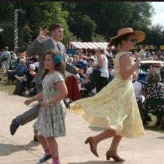#twinwoodfestival2014 #twinwoodfestival #twinwood #vintagestyle #vintagefashion #vintagelook #fortiesfashion #fortiesstyle #fiftiesfashion #fiftiesstyle #vintagelover dancing what fun