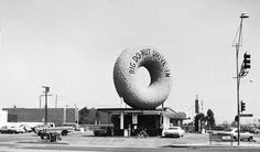 Las Vegas Studio: Images from the Archive of Robert Venturi and Denise Scott Brown Louis Kahn, Inglewood California, Vintage California, Philip Johnson, Los Angeles Photography, Art Photography, Andy Warhol, Denise Scott Brown, Big Donuts