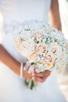 Wunderschöner Brautstrauß in weiß und gelb