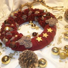 handmade felt wreath,  beautiful wreath for front door or your table at Christmas or any other occasiom, winter wreath, fall wreath, burgundy wreath, wooden stars