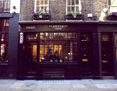Pankhurst 2016 World's best barber shops Modern Barber Shop, Best Barber Shop, Barber Shop Interior, Hair Salon Interior, Barber Shop Decor, Salon Interior Design, Minimalistic Style, Porches, Barbers