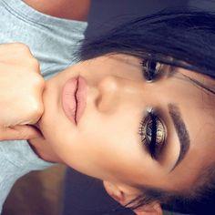 HALO SMOKEY EYE MAKEUP TUTORIAL featuring #GEMSPARKLES in CITRINE that @motivescosmetics and I create for you ! Check it out the link on my bio page and SUBSCRIBE! Matte Liquid Lipstick in REVEAL ME by #motivesmavens & @motivescosmetics , available since June 1st Maquillaje Tutorial dedicado a las #GEMSPARKLES en tono CITRINE que hice en colaboracion con @motivescosmetics para ustedes ! La liga esta en mi pagina de inicio aqui en instagram , SUSCRIBETE! #auroramakeup #selfie