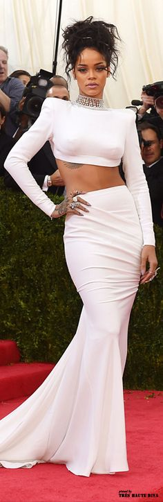 Pin for Later: Die beeindruckendsten Outfits der Met Gala Rihanna in Stella McCartney bei der Met Gala 2014 Fenty Rihanna, Mode Rihanna, Rihanna Style, Rihanna Fashion, Met Gala Red Carpet, Red Carpet Gowns, Rihanna Red Carpet, Two Piece Evening Dresses, Looks Rihanna