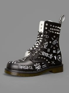 LA vibes w/ Dr. Martens core applique May Child stud graffiti 10 eyelet boots Source by fashion boots Dr. Martens, Doc Martens Boots, Sock Shoes, Cute Shoes, Me Too Shoes, Shoe Boots, Dr Martens Hombres, Mens Fashion Shoes, Fashion Boots