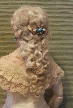 Cherie's Petite Boutique Divine Mohair Lady's Wig FF Pale Ash Blond Doll Wigs, Ooak Dolls, Antique Dolls, Vintage Dolls, 19th Century Fashion, Valley Of The Dolls, Blond, Half Dolls, Womens Wigs
