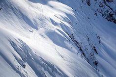 Descending #YmirPeak. Photo by @wildland.media    #wh2o #iheartwh2o #explorekooteaylake #explorebc #explorecanada #nelsonbc #kootenaylake #kootenaylife #mountainlife #pnw #pacificnorthwest #pnwonderland #cascadiaexplored #getoutside #getoutthere #travel #adventure #mountains #snow #ski #snowboard #pow #powder www.nelsonkootenaylake.com