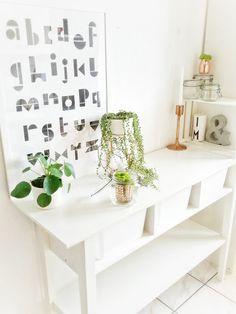 | In meiner Küche... Die schönsten Poster in echten Wohnungen  #poster #interior #deko #decor #inneneinrichtung #dekorationsideen #black #white #alphabet   Foto: Julia Mammilade