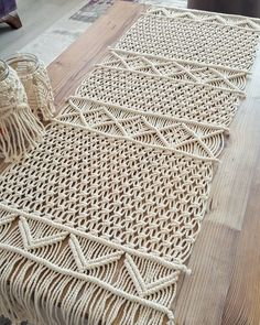 Macrame (Macramé) is a technique of binding knots on yarn or wool, with which various patterns are created. A little forgotten \ Macrame Design, Macrame Art, Macrame Projects, Macrame Knots, Diy Furniture Table, Diy Table, Macrame Plant Hangers, Macrame Tutorial, Macrame Patterns