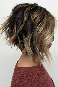 Inverted Bob With Highlights Light and dark brown hair with highli. Inverted Bob With Inverted Bob Hairstyles, Short Layered Haircuts, Short Hair Cuts, Hairstyles Haircuts, Longer Bob Hairstyles, Medium Hairstyles, Celebrity Hairstyles, Wedding Hairstyles, Pixie Haircuts