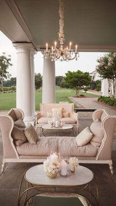 The chaise lounge with chandelier on this veranda is the very height of elegance.