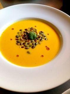 Dýňová polévka se zázvorem a pomerančovou šťávou Thai Red Curry, Ethnic Recipes, Food, Essen, Meals, Yemek, Eten