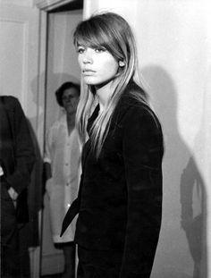Françoise.  Straight hair