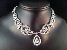 Lora Swarovski crystal Necklace