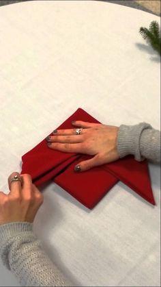 Poinsettia napkin fold