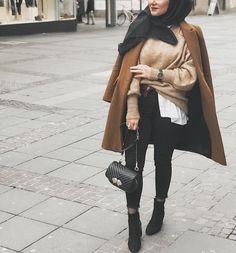 Chic Ways to Style Camel Coat With Hijab Outfit Casual Hijab Outfit, Hijab Chic, Street Hijab Fashion, Abaya Fashion, Modele Hijab, Mode Abaya, Muslim Women Fashion, Hijab Fashion Inspiration, Modest Wear
