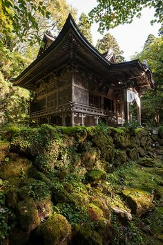 The beautiful Shinto Towada Shrine is tucked away in Aomori Prefecture in Japan. Japanese Temple, Japanese House, Japanese Gardens, Japanese Plants, Japanese Koi, Japanese Style, Beautiful World, Beautiful Places, Amazing Places