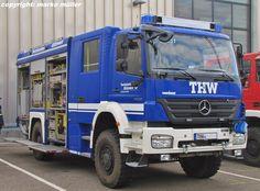 Gerätekraftwagen (GKW) Mercedes Benz 1829 AXOR des Technischen Hilfswerkes (THW)/ Ortsverband Rastatt. Der technische Aufbau/Ausbau ist von der Firma Rosenbauer. Aufgenommen in Rheinstetten, September 2013.