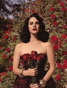 Scarlet starlet singin' in the garden | Lana Del Rey