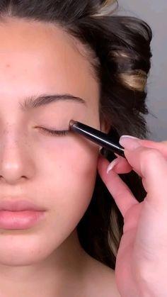 Makeup Eye Looks, Eyeshadow Looks, Skin Makeup, Eyeshadow Makeup, Makeup Art, Makeup Tips, Beauty Makeup, Eyeliner, Simple Makeup