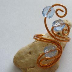 Pták+Ohnivák+Prstýnek+z+lakovaného+měděného+drátu(0,8mm),doplněný+broušenými+korálky,průměr+prstýnku+je+18+mm,+velikost+lze+mírně+upravit. Gemstone Rings, Gemstones, Jewelry, Jewellery Making, Gems, Jewerly, Jewlery, Jewelry Rings, Jewels