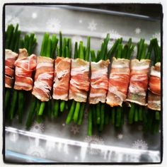 De Haricots verts met spek waren misschien wel het grootste succes tijdens het kerstdiner dit jaar, en zó makkelijk te maken! Even in de oven en klaar. I Love Food, Good Food, Tapas, Fish And Meat, Christmas Dishes, Xmas Food, Cooking Recipes, Healthy Recipes, High Tea
