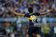 Boca Juniors' Juan Roman Riquelme (C) celebrates after scoring by penalty against Racing Club during their Argentina's first division football match at La Bombonera stadium, in Buenos Aires, on November 30, 2008. AFP PHOTO/Alejandro Pagni