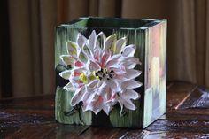 Countertop Kitchen Utensil Storage / Single – Green w/ White Flower – 9x8x7 – Item #84B Size – 9″ x 8″ x 7″