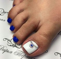 Blue toe nails with white and jewels Pretty Toe Nails, Cute Toe Nails, Fancy Nails, Pretty Pedicures, Pretty Toes, Pedicure Designs, Pedicure Nail Art, Toe Nail Designs, Fall Pedicure