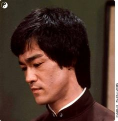 Way Of The Dragon, Enter The Dragon, Martial Arts Movies, Martial Artists, Bruce Lee Family, Bruce Lee Martial Arts, Bruce Lee Photos, Jeet Kune Do, Romantic Comedy Movies
