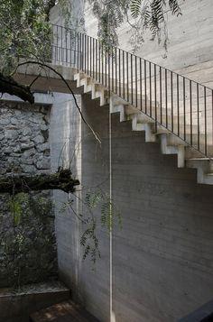 gradas de jardin, paredes acabado de concreto